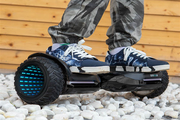 Ride on Magic hover 6.5 Inch Hoverboard /></noscript>Likewise, if you're a sucker for cool-looking wheels (like I am), you won't want to overlook the <a href=